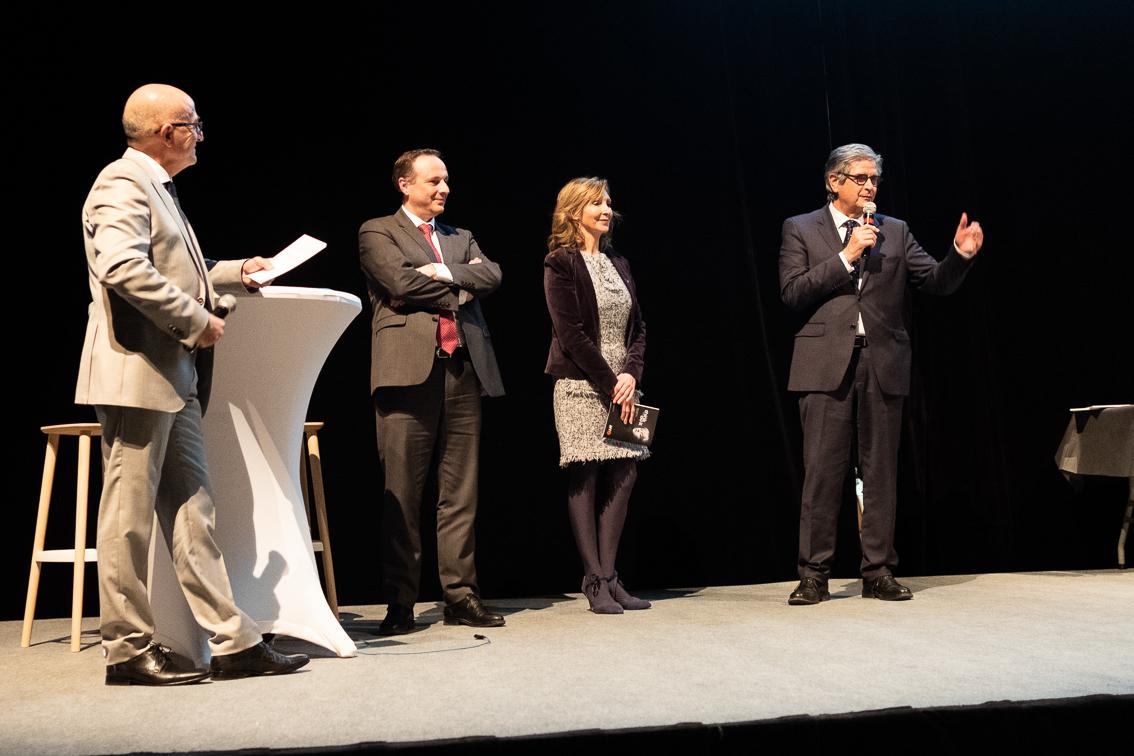 Remise de Trophée par Georges MERIC, Sandrine FLOUREUSSES et Christophe LEROUGE lors de la 5ème Cérémonie des Défis d'Entreprises
